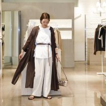 ロングシャツワンピース・12,960円/センプレパンツ・14,040円