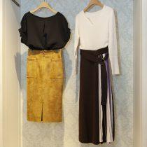 ニットワンピース・15,120円/フェイクスエードタイトスカート・9,180円