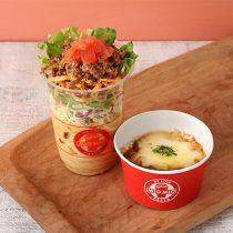 『ピリ辛ひき肉とさくさくポテトのサラダパスタとチーズミートごはんのセット』