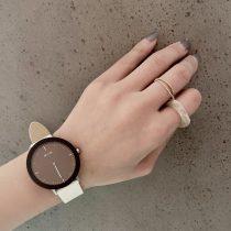 ホワイトレザーの時計