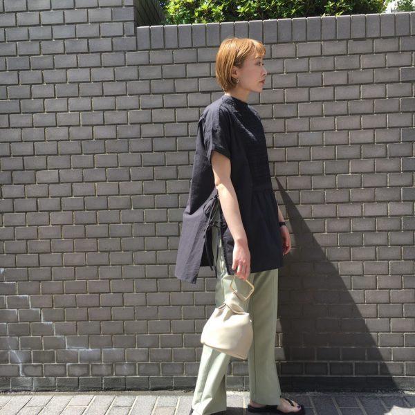 シャーリングがおしゃれ☆コットンスモッキングシャツ